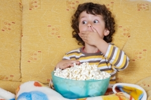 child_eating_popcorn